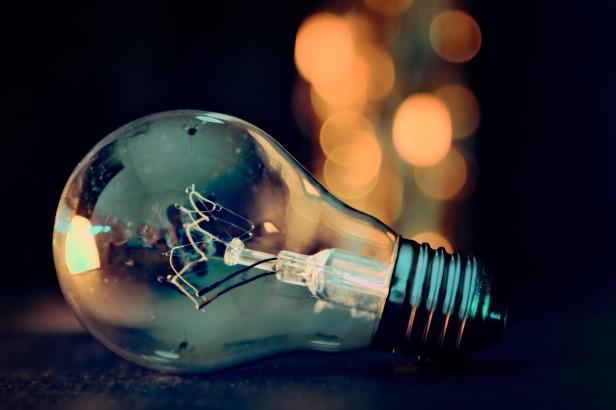 light-bulb-3535435_1920